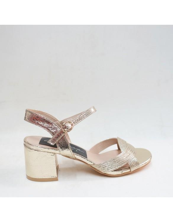 Sandalia de tacón dorada