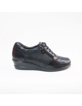 Zapato deportivo con cordones