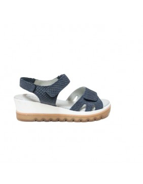 Sandalia azul con cuña